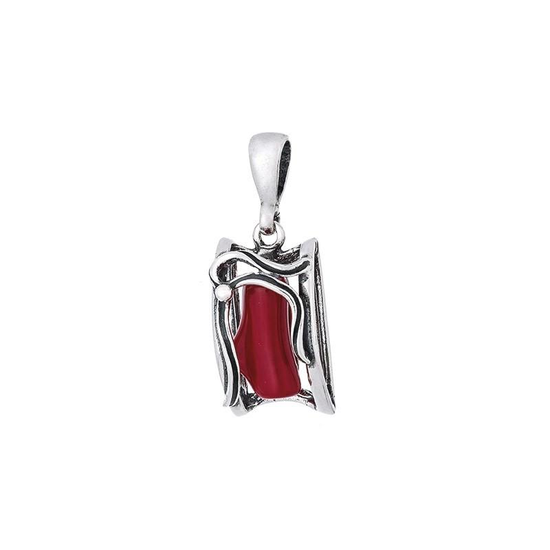 Piekny ozdobny wisiorek ze srebra 925 w kształcie ramki z czerwonym koralem w środku.