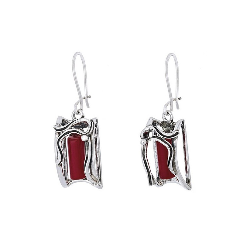 Piękne dłuższe kolczyki srebrne 925 o kształcie ramki a w środku czerwony koral.