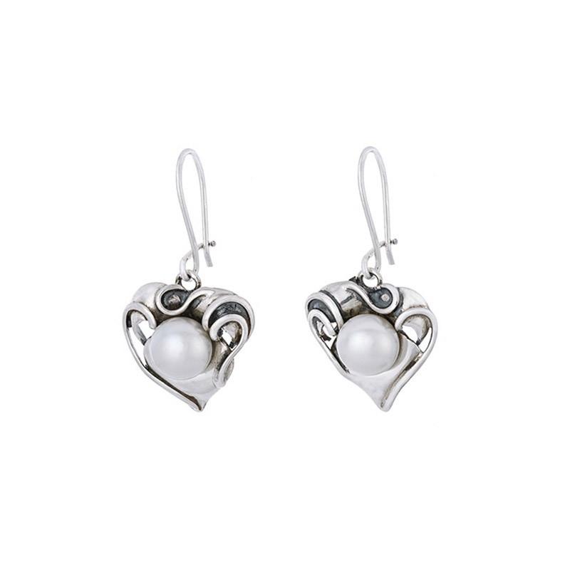 Piękne wiszące kolczyki ze srebra próby 925 z naturalną perłą.