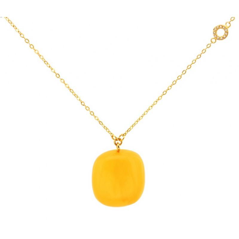 Naszyjnik srebrny 925 pozłocony 24-kararowym złotem z zawieszką z dużego naturalnego bursztynu w mlecznym kolorze.
