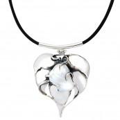 Unikatowy naszyjnik ze srebra 925 na rzemieniu z zawieszką  wykonaną ręcznie w kształcie liścia z naturalna perłą.