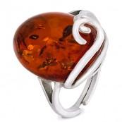 Piękny pierścionek ze srebra 925 z naturalnym koniakowym bursztynem, delikatnie zdobiony z jednej strony .