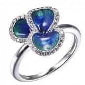 Ręcznie malowany emalią pierścionek ze srebra 925 o kształcie kwiatuszka ozdobiony cyrkoniami.