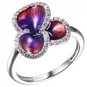 Ręcznie malowany emalią pierścionek ze srebra 925 w kształcie kwiatka i zdobieniami z cyrkonii.