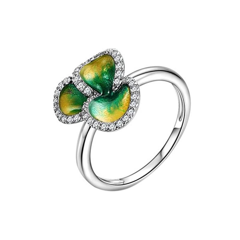 Pierścionek, kwiatuszek wykonany ze srebra 925 z emalią i cyrkoniami.
