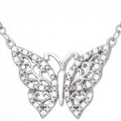Naszyjnik ze srebra 925 z zawieszką o kształcie ażurowego motylka ozdobionego cyrkoniami.