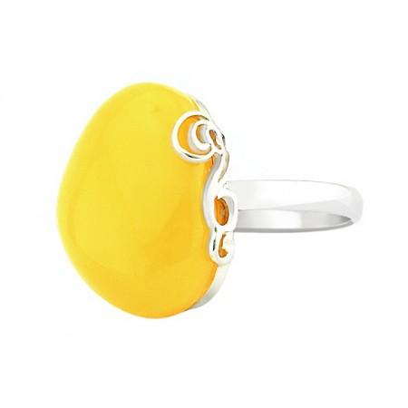 Unikatowy pierścionek ze srebra 925 z bocznym ażurowym zdobieniem i białym dużym bursztynem.