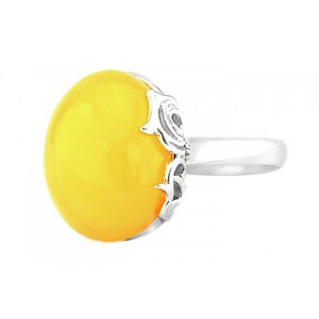 Unikatowy pierścionek ze srebra 925 z bocznymi ażurowymi zdobieniami i dużym białym bursztynem.
