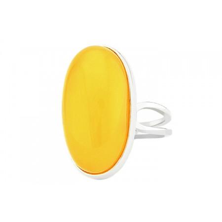 Piękny pierścionek ze srebra 925 z dużym naturalnym bursztynem w białym kolorze.
