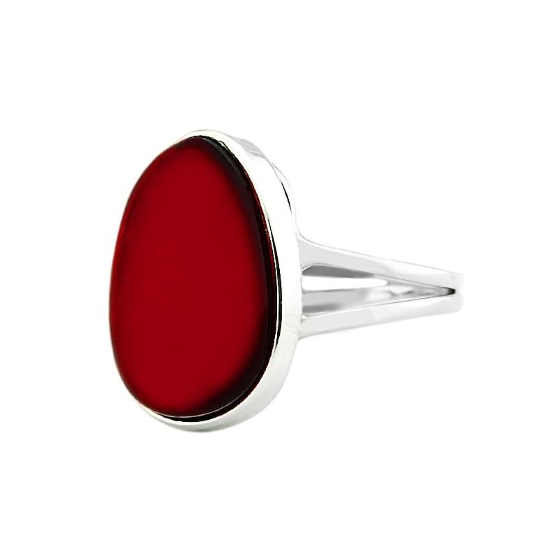 Unikatowy pierścionek ze srebra 925 z pięknym bursztynem w wiśniowym kolorze.