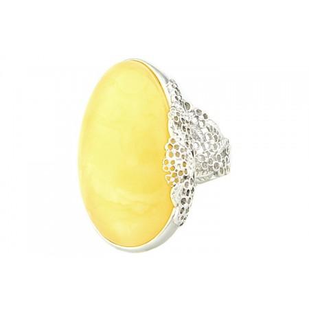 Unikatowy pierścionek ze srebra z dużym naturalnym bursztynem w białej barwie.