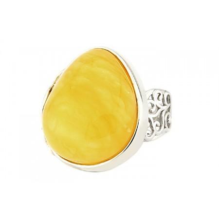 Piękny unikatowy pierścionek ze srebra z ażurowymi zdobieniami i dużym mlecznym bursztynem.