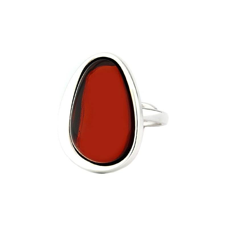 Pierścionek wykonany ręcznie ze srebra 925 w prostej oprawie z pięknym wiśniowym bursztynem.