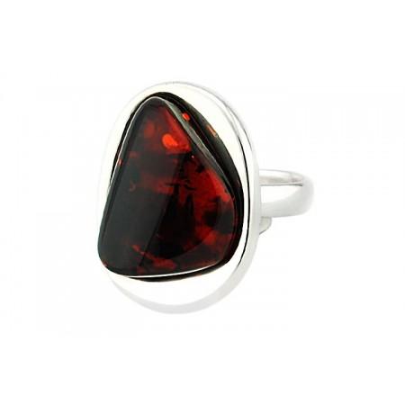 Piękny unikatowy pierścionek ze srebra 925 wykonany całkowicie ręcznie z naturalnym koniakowym bursztynem.