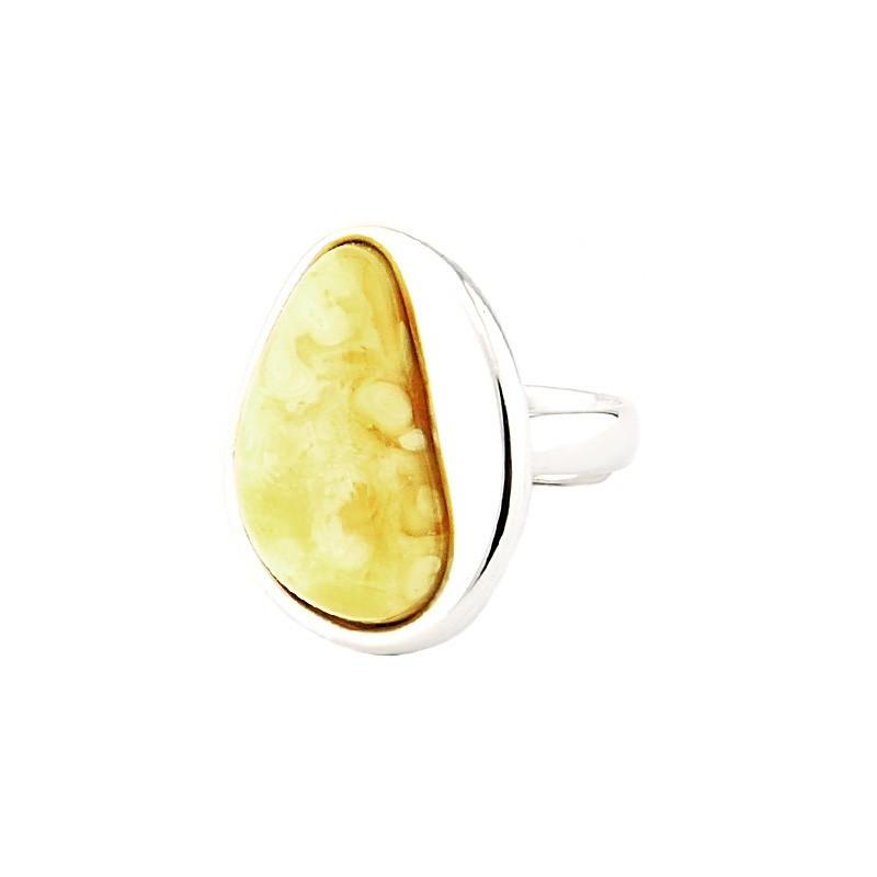Unikatowy srebrny 925 pierścionek z dużym mlecznym bursztynem.
