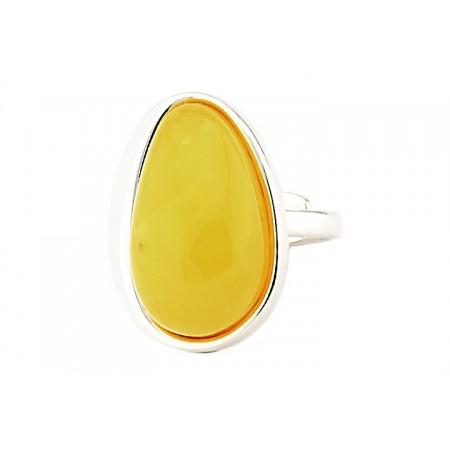 Unikatowy pierścionek ze srebra próby 925 z naturalnym mlecznym bursztynem wykonany całkowicie ręcznie.
