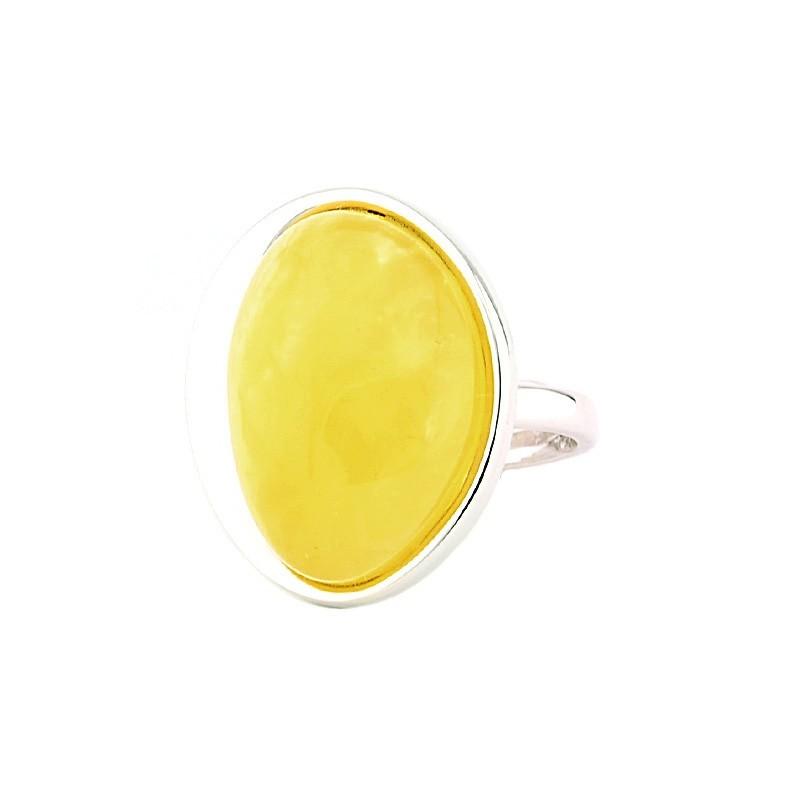 Piękny, minimalistyczny pierścionek wykonany ręcznie z dużym mlecznym bursztynem.