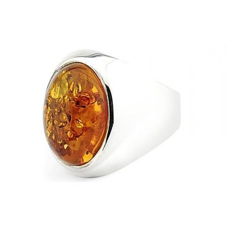 Duzy pierścionek wykonany ze srebra 925 z koniakowym bursztynem.