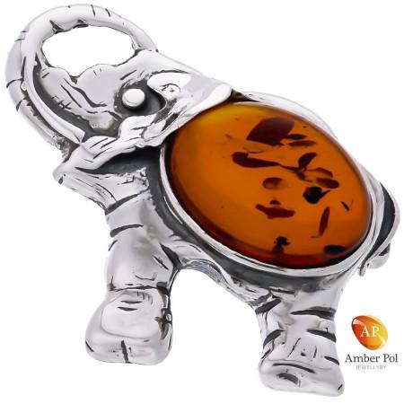 Broszka srebrna 925 z bursztynem w kolorze koniaku o kształcie słonia z uniesiona trąbą.