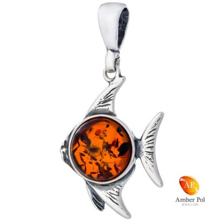 Wisiorek srebrny z bursztynem w kształcie ryby z okrągłym bursztynowym oczkiem wykonany ze srebra 925.