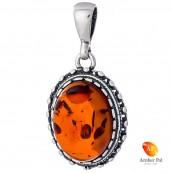 Wisiorek ze srebra 925 w kolorze koniaku w owalnym kształcie z delikatnymi zdobieniami.
