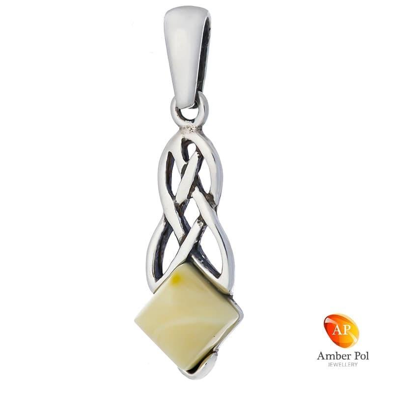 Wisior ze srebra 925 z kwadratowym bursztynem w białym kolorze z plecionymi zdobieniami na szczycie.