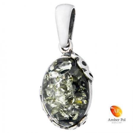 Wisiorek ze srebra 925 z bursztynem w zielonym kolorze z delikatnymi przekątnymi zdobieniami.
