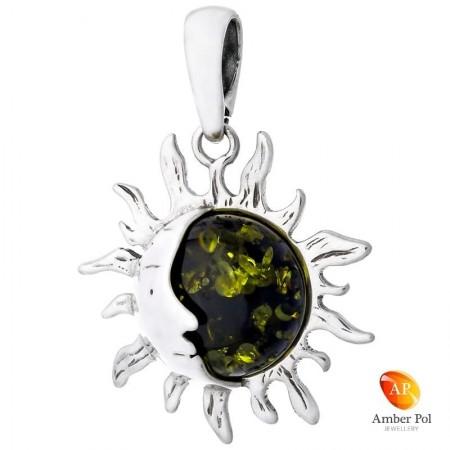 Piękny wisiorek słoneczko  ze srebra 925 z okrągłym zielonym bursztynem.