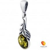 Wisiorek ze srebra 925 o wydłużonym kształcie z bursztynem w zielonym kolorze i listkami.