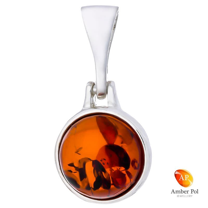 Piękny wisiorek ze srebra próby 925 z okrągłym bursztynem w kolorze koniakowym.