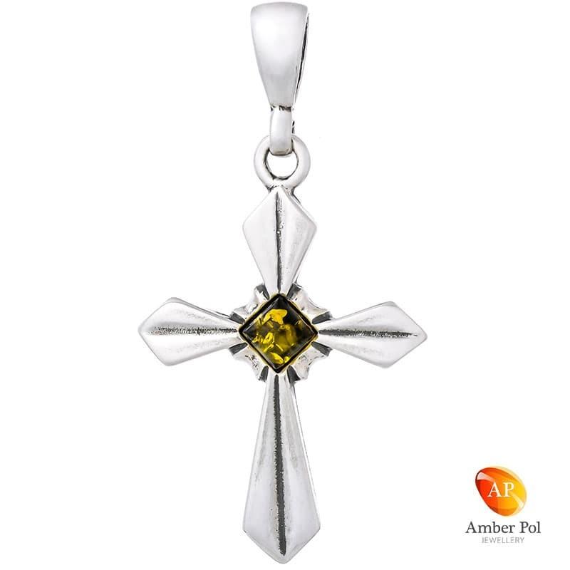 Piękny wisiorek ze srebra próby 925 przedstawiający krzyżyk z kwadratowym, zielonym bursztynem po środku  wyrobu.