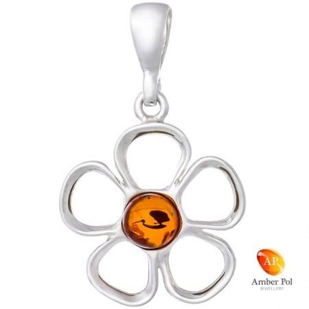 Piękny wisiorek ze srebra próby 925 przedstawiający kwiatka z pięcioma płatkami a środek jest z bursztynu w koniakowym kolorze.