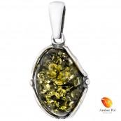 Piękny wisiorek srebrny 925 z owalnym bursztynem w zielonym kolorze otoczony delikatnymi bocznymi zdobieniami.