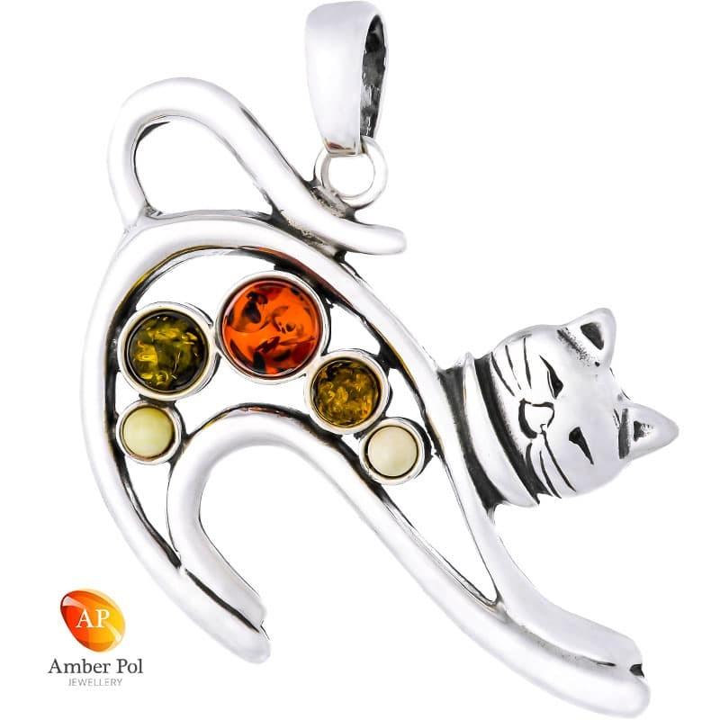 Piękny wisiorek ze srebra 925 w kształcie kotka z wypiętym grzbietem udekorowany pięcioma bursztynami w kolorze mix.