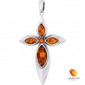 Przepiękny wisiorek ze srebra 925 w kształcie krzyża z bursztynami w koniakowym kolorze.