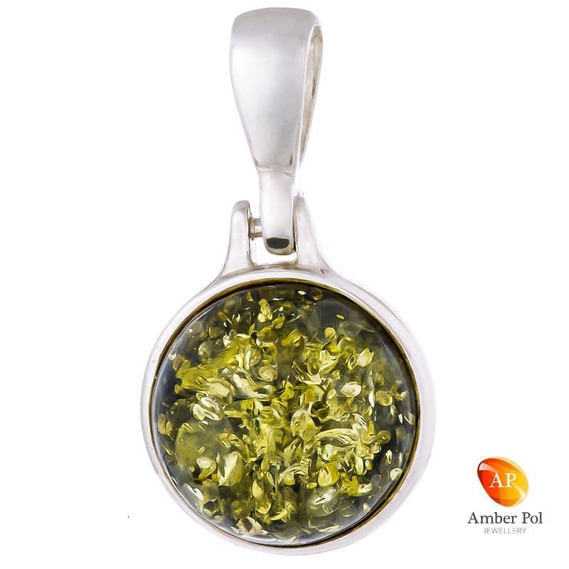 Piękny wisiorek ze srebra próby 925 z okrągłym bursztynem w zielonym kolorze.