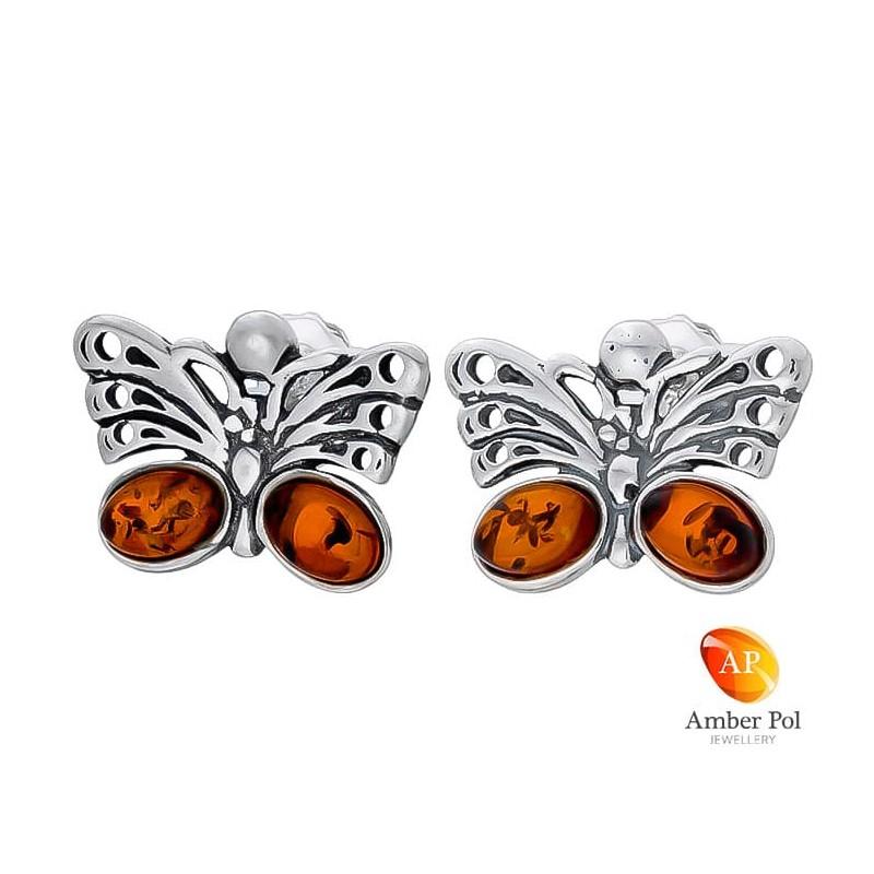 Piękne kolczyki motylki srebrne 925 z zawieszka na sztyft z dwoma koniakowymi bursztynami na dole skrzydełek.