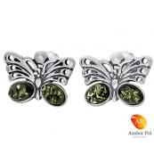 Piękne kolczyki motylki srebrne 925 z zawieszka na sztyft z dwoma zielonymi bursztynami na dole skrzydełek.