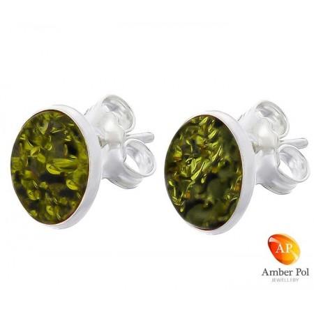 Piękne kolczyki na sztyft ze srebra próby 925 o kształcie owalu, zakute ręcznie z bursztynem w zielonym kolorze.