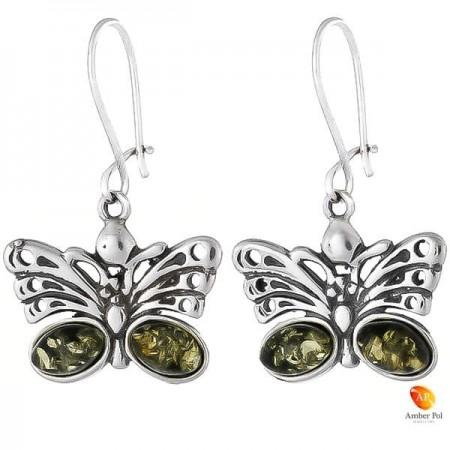 Kolczyki wiszące ze srebra 925 motylek, z zawieszką typu bigle zamknięte i dwoma bursztynami na skrzydełku w  kolorze zielonym.