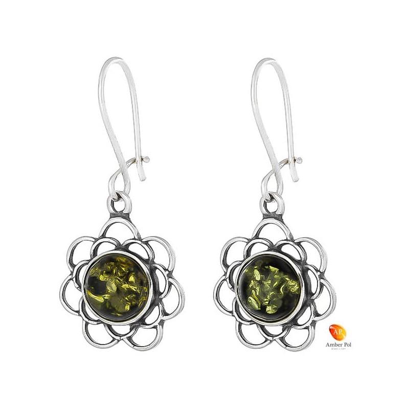 Kolczyki kwiatek z ażurowymi  płatkami, wiszące ze srebra 925 z zawieszką typu bigiel zamykany i bursztynem  w kolorze zielonym.