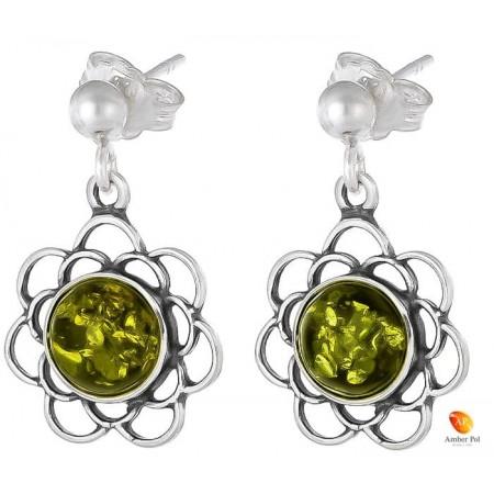 Kolczyki kwiatek z ażurowymi  płatkami, wiszące ze srebra 925 z zawieszką typu sztyft z kulką i bursztynem  w kolorze zielonym.