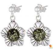 Kolczyki kwiatek z płatkami, wiszące ze srebra 925 z zawieszką typu sztyft z kulką i bursztynem  w kolorze zielonym.