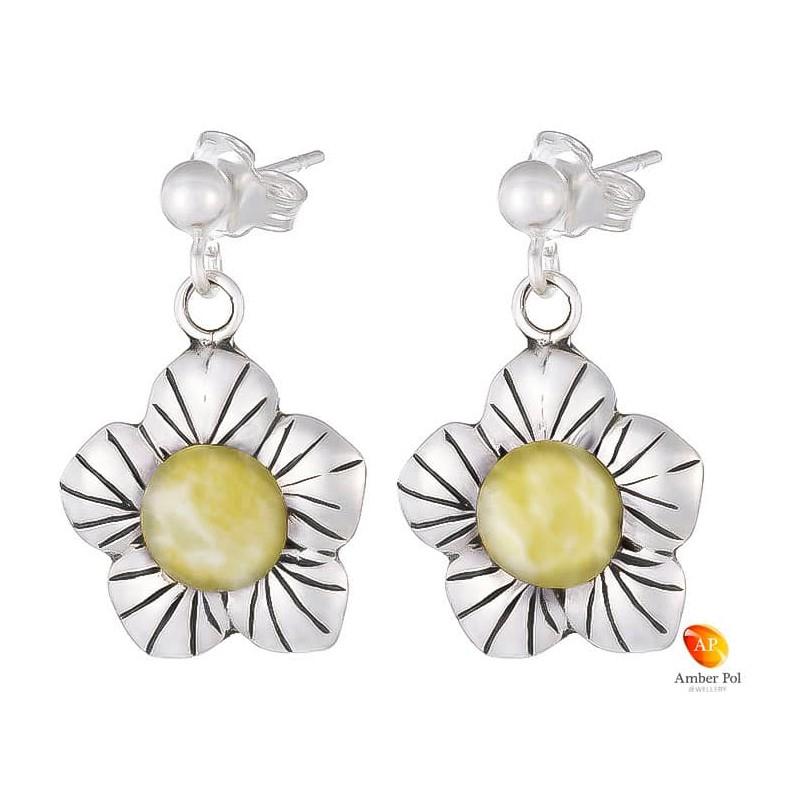 Kolczyki wiszące kwiatek z płatkami ze srebra 925 z zawieszką na sztyft z kulką i bursztynem  w kolorze białym.