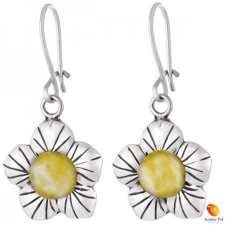 Kolczyki wiszące kwiatek z płatkami ze srebra 925 z zawieszką typu bigle zapinane i bursztynem  w kolorze białym.