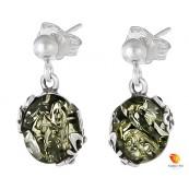 Kolczyki wiszące ze srebra 925 na zawieszce typu sztyft z kulką i owalnym  zielonym bursztynem z ażurowymi bocznymi zdobieniami.