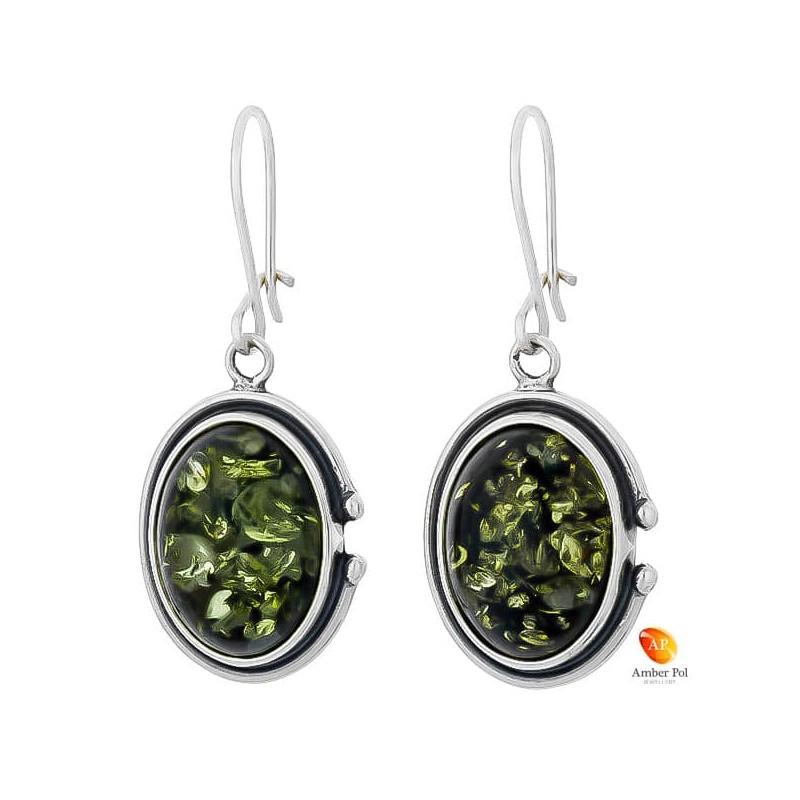 Piękne wiszące kolczyki ze srebra próby 925 na zawieszce typu bigiel zapinany i owalnym  zielonym bursztynem.