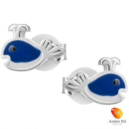 Kolczyki dziecięce wieloryby w kolorze białym i granatowym wykonane ze srebra 925 oraz emalii.