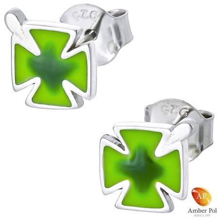 Piękne srebrne 925 kolczyki dla dzieci na sztyft z zieloną emalią o kształcie koniczynki.