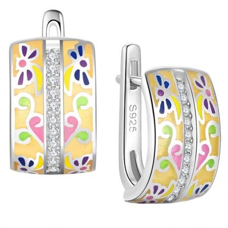 Kolczyki wykonane ze srebra 925 oraz emalii i cyrkonii. Ręcznie malowane w pastelowy kwiatowy wzór.